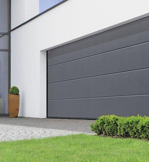 Garagedeur grijs met horizontale panelen